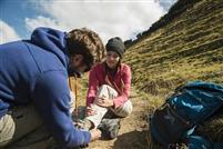 Entorse de la cheville en randonnée : comment la soigner